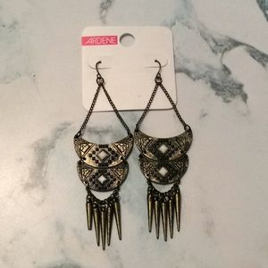 BRAND NEW Antique looking drop earrings.